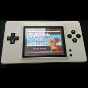 Una Nintendo DS partida por la mitad se convierte en esta Game Boy Macro