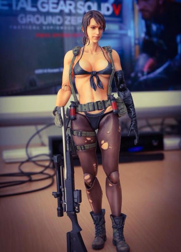 Kojima publica enseña la figura de Quiet, la francotiradora erótica