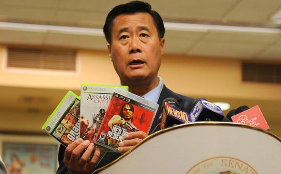 El senador que quiere prohibir los juegos violentos, detenido por tráfico de armas