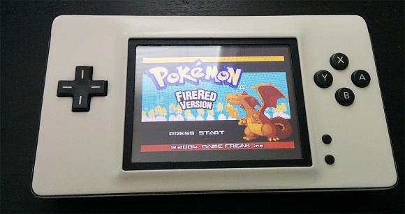 Una Nintendo DS partida por la mitad se convierte en esta Game Boy Macro - AnaitGames