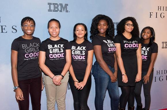 Microsoft invierte medio millón de dólares en iniciativas para enseñar programación a niñas racializadas